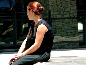 Jak zniwelować negatywne dla zdrowia skutki ciągłego siedzenia w bezruchu?